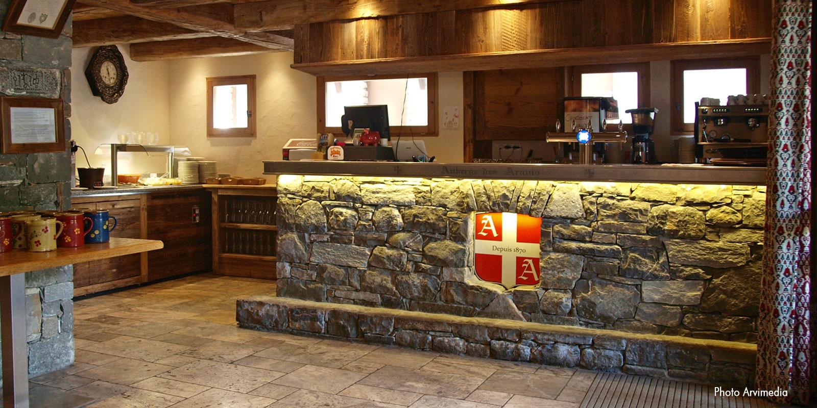 Favori cuisine pierre et bois pu18 aieasyspain for Bar exterieur en pierre